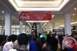 """Ribuan Warga """"Serbu"""" Transmart Carrefour Mataram"""