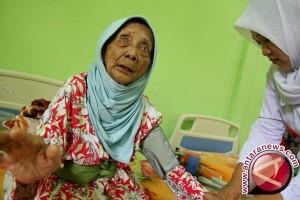Puluhan Lansia Di Mataram Berlebaran di Penampungan