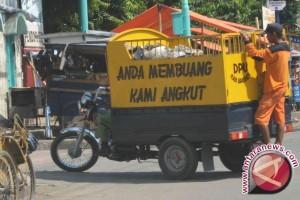 Warga Lombok Barat Memproduksi 125 Kubik Sampah/Hari