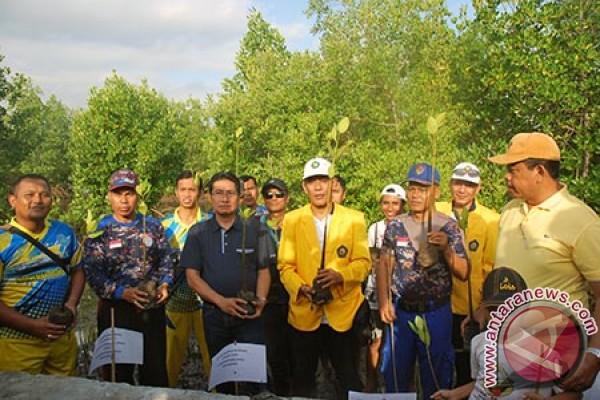STIA Mataram Tanam 1000 Batang Bibit Mangrove