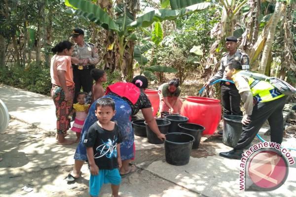 BPBD Lombok Barat Salurkan Bantuan Air Bersih