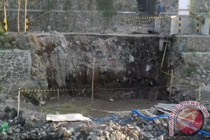 Seorang Anak Meninggal di Kubangan Proyek Jembatan Mataram