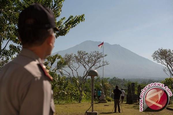 Pengungsi Gunung Agung ke Lombok Bertambah