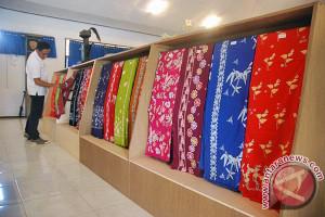 SMKN 5 Mataram Eksis Memproduksi Batik Sasambo