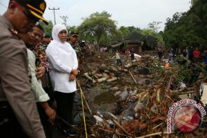 Mensos Serahkan Bantuan Untuk Korban Banjir Lombok Timur