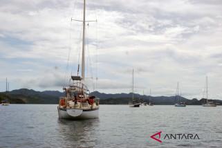 Dozen yachts berthed at Gili Gede