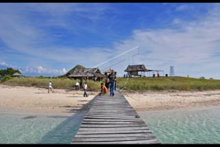 Paket wisata kapal pesiar ke Pulau Kenawa akan dibuka lagi