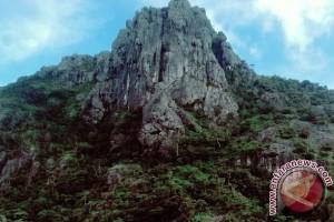 Tiga Gunung Batu Jadi Obyek Wisata Alam