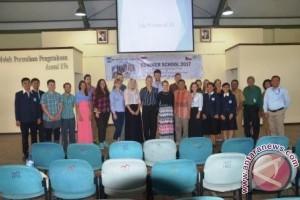 Kaum Muda AS-Eropa Belajar Keberagaman di NTT