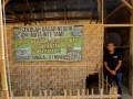 Penggagas Komunitas 1000 Guru Jemi Ngadiono saat berada di SDN Mata Wee Tame, Sumba Barat. (Foto ANTARA/Kornelis Kaha)