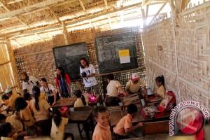 Berbagi Inspirasi di Gedung Sekolah Reot