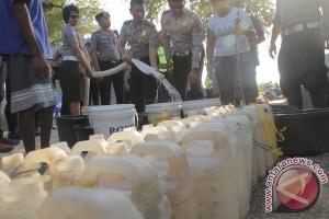 Polresta Kupang Kota Bagikan 37.000 Liter Air Bersih