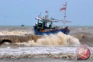 Puluhan Kapal Cakalang Parkir Akibat Cuaca Buruk