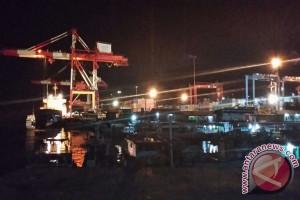 Arus peti kemas di Pelabuhan Tenau Kupang meningkat