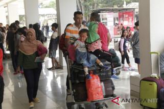 Pergerakan penumpang di El Tari mencapai 97.425 orang