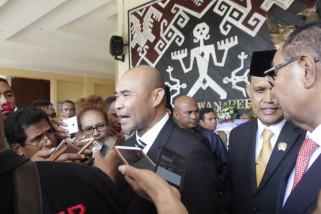 Gubernur : Membangun NTT tak harus menjadi abdi negara