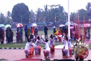 Parade Tari Nusantara meriahkan HUT RI  di Biak
