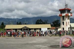 Pengelola Bandara Wamena pantau sistem keamanan penerbangan misionaris