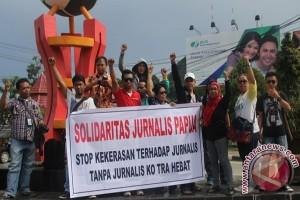 Demo solidaritas terhadap wartawan Makassar
