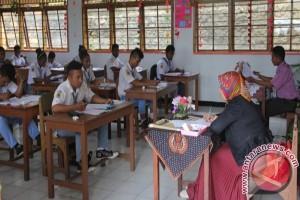 Seribuan siswa SMA/SMK Biak ikut Ujian Sekolah