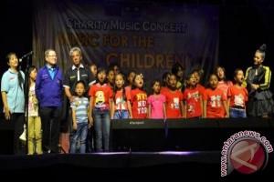 Ribuan masyarakat Nabire padati arena konser amal
