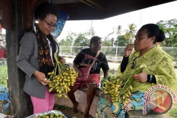Penjual pinang Biak Numfor dapat bantuan modal Rp1 juta per orang