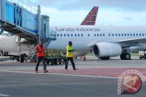 Bandara Sentani tambah 100 troli