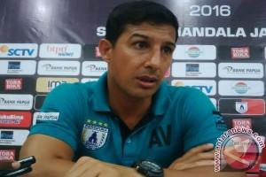 Alfredo: pemain Persipura kurang tenang selesaikan peluang