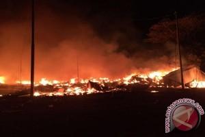 200 kios di Pasar Perbatasan RI-PNG ludes terbakar