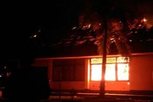 Mapolsek Sugapa Intan Jaya dibakar sekelompok orang