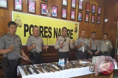Polres Nabire sita 122 senjata tajam di Dogiyai