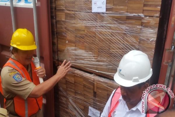 Pemprov Papua ekspor 30 kontainer kayu olahan