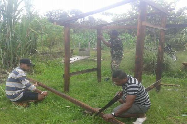 Koramil Kwatisore bangun jamban untuk warga Kampung Wami