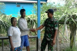 Babinsa Koramil Napan bantu petani Maidey tanam buah naga