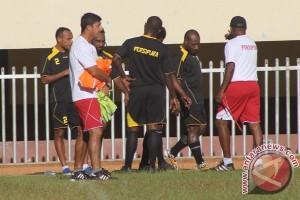 Persipura Jayapura kontrak pelatih kiper dan fisik