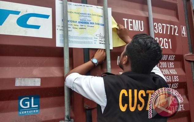 Iswa Papua ekspor 100 kontainer kayu olahan