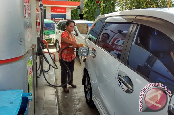 Hari Kartini operator SPBU Jayapura kenakan kebaya