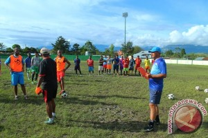 Djoko berkomitmen hebatkan Persiwa Wamena