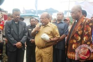 Sentuhan Gubernur Papua dalam mengangkat kualitas hidup penduduk