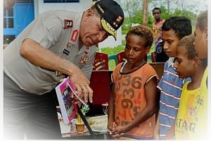 Peduli pendidikan anak-anak Papua