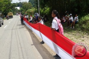 Pelajar Jayapura sambut Presiden di tepi jalan