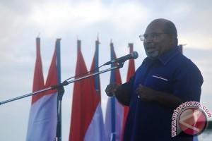 Gubernur Papua bantu pembangunan rumah adat Toraja