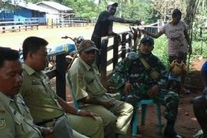 Babinsa Koramil Merauke ajak masyarakat dukung program penerangan kampung