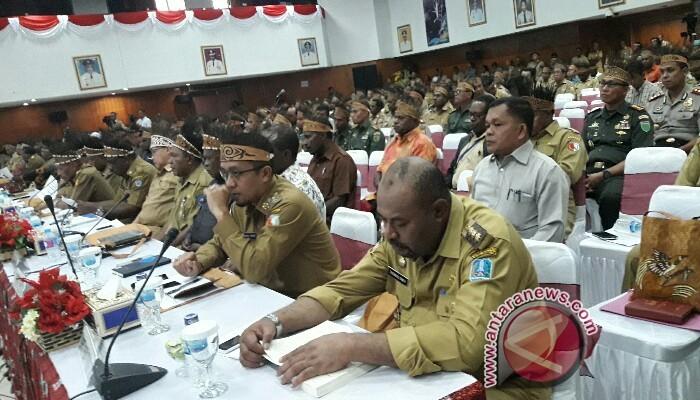 Gubernur Papua: bupati/wali Kota harus selektif gunakan dana otsus