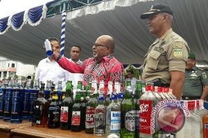Pemusnahan ribuan botol minuman beralkohol