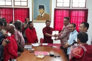 PDI-P Papua terima berkas pendaftaran Paulus Waterpauw