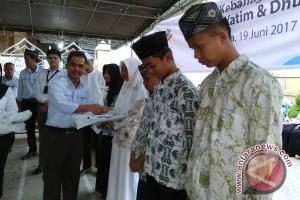PLN WP2B menyantuni 250 santri di Kota Jayapura
