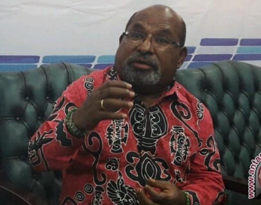 Gubernur Lukas Enembe Menjaga Harmoni Keber-agama-an