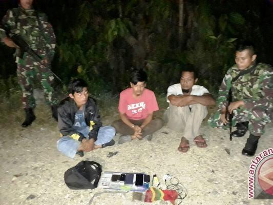 Yonif Para Raider 432/WSJ amankan tiga pemuda pembawa ganja