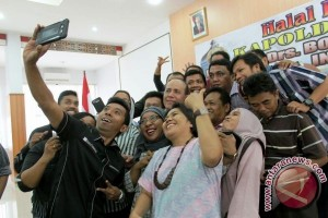 Wartawan selfie bersama Kapolda Papua